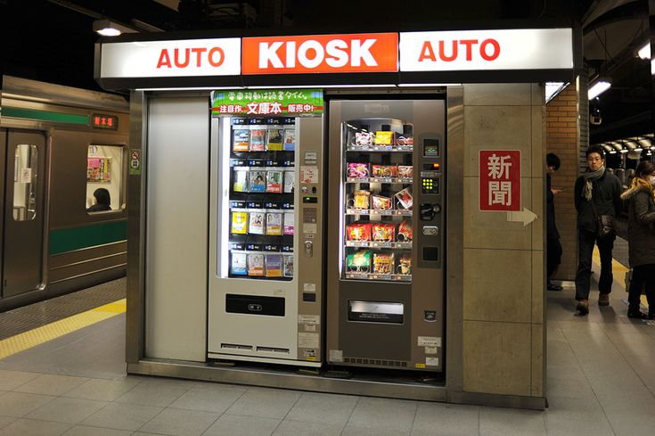 """Book Vending Machine. You know how I love the Japanese vending machines? Well, here's another one I don't think I have mentioned properly on the blog before, it's a soft back book vending machine! Found on the Ebisu station train platform...It has a variety of popular and best selling pocket books lined up, something suitable for everyone it seems, at prices around 550 yen."""
