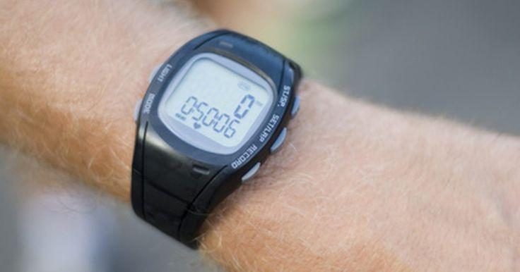 Instrucciones del Timex Ironman 30 Lap. El reloj Timex Ironman 30 Lap incluye una función de alarma, cronómetro y la hora normal. Cuenta con sistema de firma Timex Indiglo, que ilumina la esfera del reloj con una brillante luz azul-verde. Sumergible hasta 100 metros, el reloj está diseñado para soportar el tipo de condiciones que se encuentran en el triatlón Ironman.