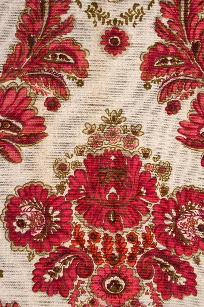 vintage gordijnen met fris-roze barok-print. www.sugarsugar.nl