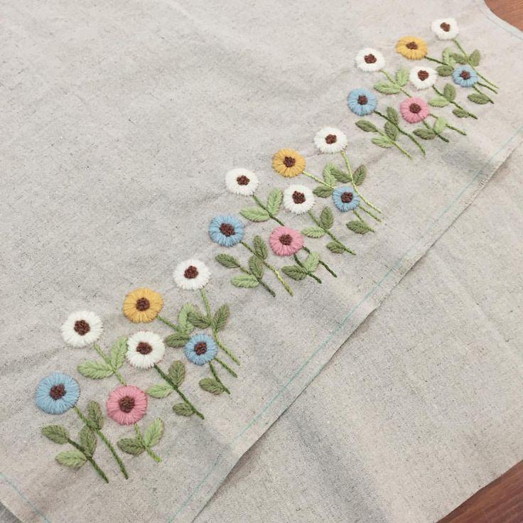 """267 Me gusta, 1 comentarios - 봄빛퀼트&자수 (@bom33) en Instagram: """"9월 30일. 오늘의 자수^^ 며칠 전부터 만지작거리던 꽃밭 정리.. 날씨가 싸늘하져서 그런지 포근한 느낌의 울사에 자꾸 손이 간다. #embroidery #김해장유자수샵…"""""""