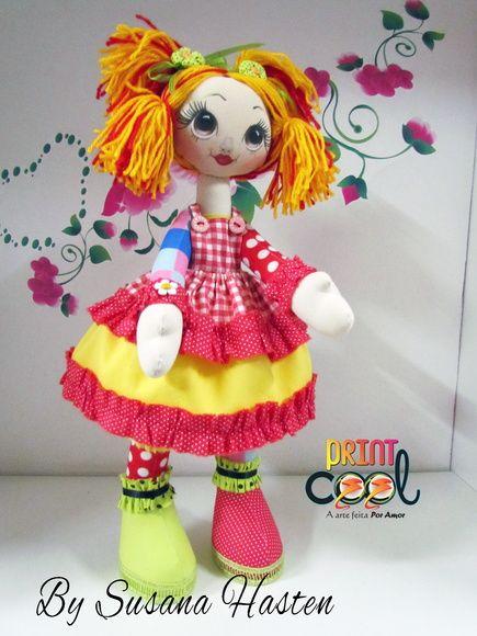Linda boneca de pano feita em tecido 100% algodão.Lindos detalhes e rosto pintado a mão. Articulada. R$ 130,00