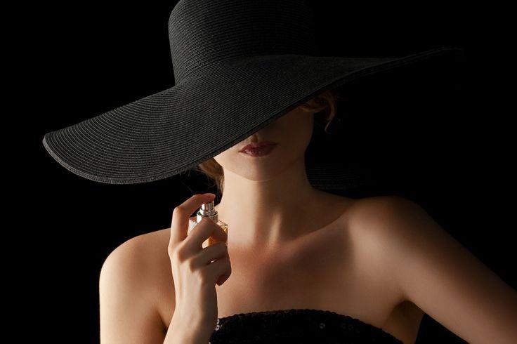 Aprende a escoger el perfume que va contigo http://elcorset.com/elige-el-perfume-adecuado-para-ti-aprende-escoger-que-fragancia-va-contigo/