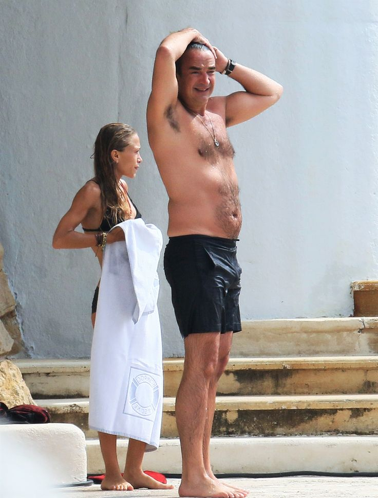 Mary-Kate and Olivier going for a swim at the Hotel du Cap Eden Roc in Antibes, France, September 25, 2016 (via olsensobsessive.com)