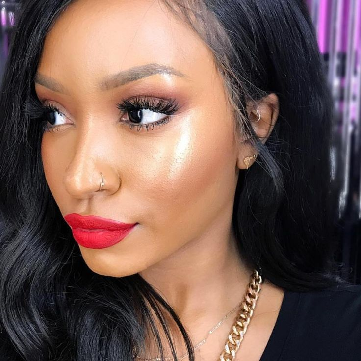 Skin is in!  How gorgeous is artist Tuanelle (@_goldengirl) in our #new #NextToNothing Face Color? 1️⃣ Prime the skin with Strobe Cream in Peachlite 2️⃣ Add extra #glow using Cream Color Base in Improper Copper, and 3️⃣ Extra Dimension Skinfinish in Oh, Darling.  Shop now via link in bio! #Regram from @MACTimesSquare in New York City  #MACShop #MACArtistChallenge #MACNexttoNothing #MACTimesSquare #SkinIsIn #MACExtraDimension #StrobeCream #Highlighter #MyArtistCommunityNYC