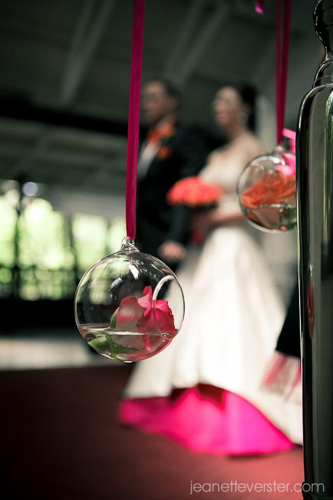 Peter & Tanya's Wedding had a gorgeous cerise and orange colour scheme!