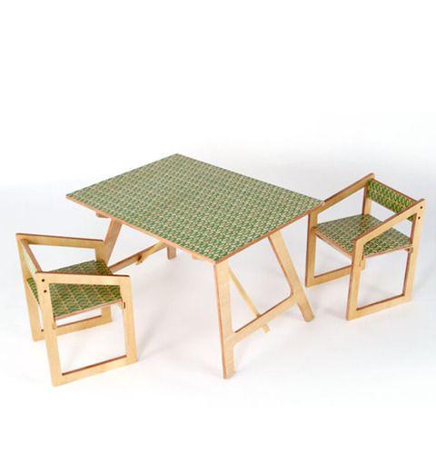 Mesa con sillas estampadas de pip cuc cosas que hay for Sillas tapizadas estampadas