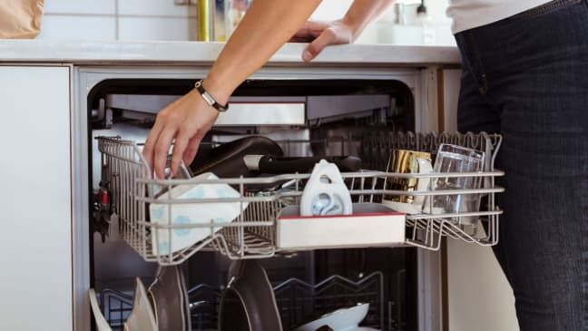 The Right Way To Clean Your Dishwasher Cleaning Your Dishwasher Clean Dishwasher Dishwasher Detergent