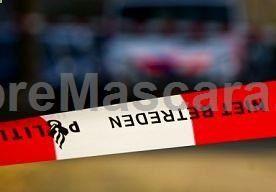 19-Nov-2013 6:07 - MEISJE BEVRIJD NA ONTVOERING. De politie heeft een 5-jarig meisje uit Oude Pekela bevrijd na een ontvoering. Ze was eerder op de avond meegenomen uit een woning. Een man van 38 uit Oude Pekela is opgepakt. Gisteravond drongen twee mannen het huis van de moeder van het meisje en haar partner in het plaatsje Ezinge binnen. Ze mishandelden en bedreigden de bewoners. Daarna namen ze het meisje mee. De politie kwam er al snel achter dat de ex-partner van de moeder te make...