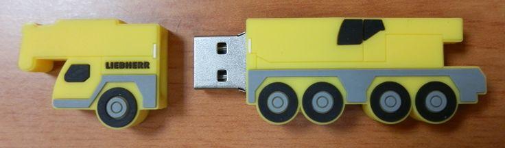 MEMORIA USB FORMA GRÚA