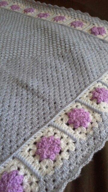 Baby blanket flowers granny square