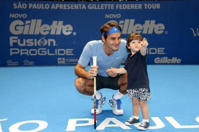 Roger Federer humiliated by a little kid