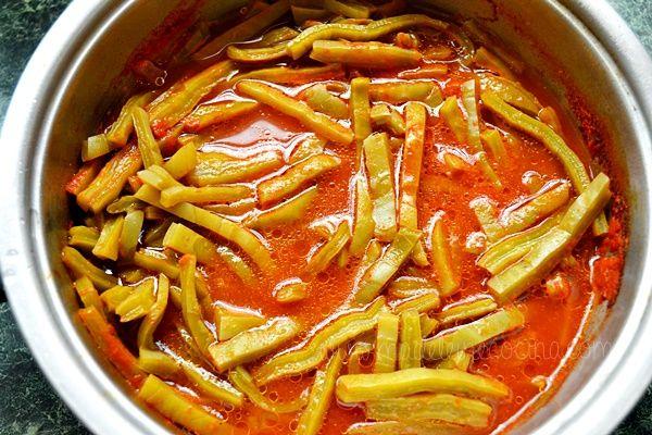 este plato es picante, ya que utiliza los pimientos. me gusta la comida picante.