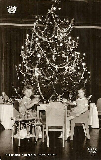 Kongelig Postkort -Prinsessene Ragnhild og Astrids julaften - Utg Abels forlag Stemplet 1937