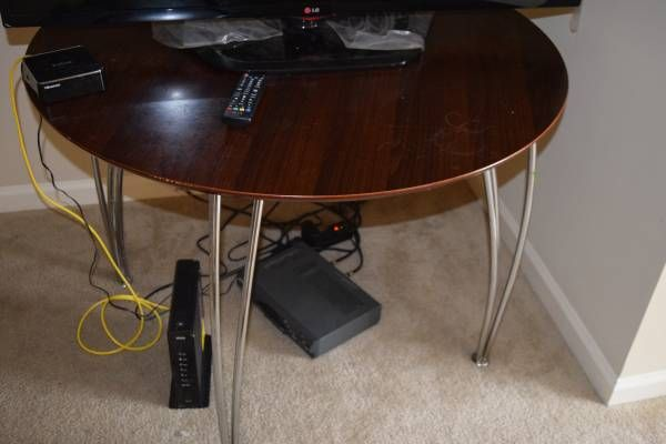Round table in Very Good condition - $40 (Collierville)