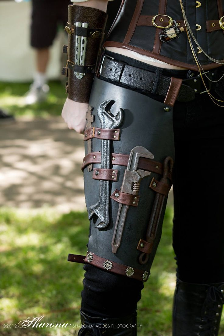 I suspect that Kahlila wears something like this under the bustled Steampunk outfits she favours for our trips off. She always seems to have the right spanner for the job.