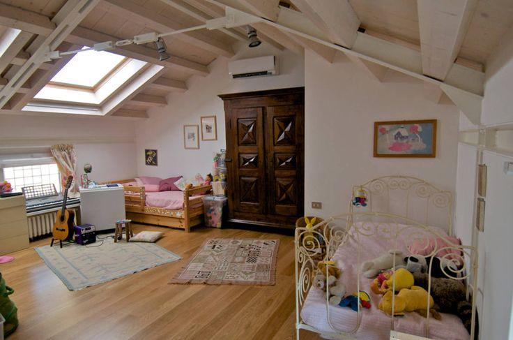 Dal recupero di un #sottotetto una camera per bambini moderna e spaziosa - Arch. Vittorio Garatti