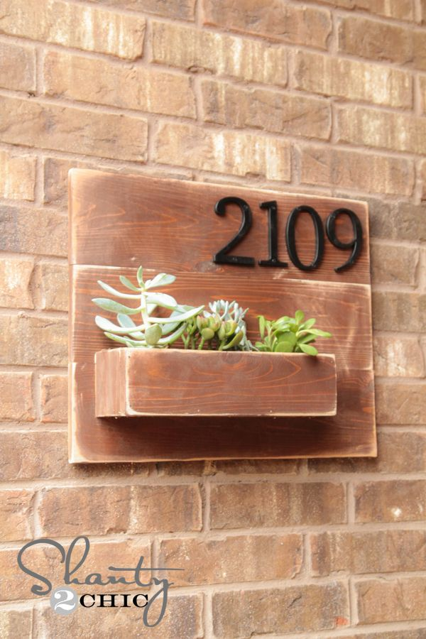 This spring update your home's address number with this DIY wooden wall planter.