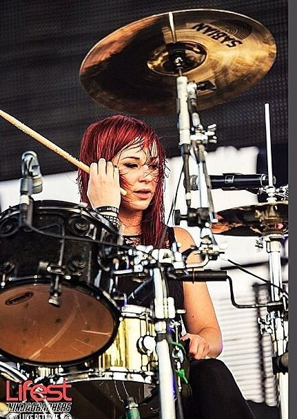 The beautiful and talented Jen Ledger of Skillet!