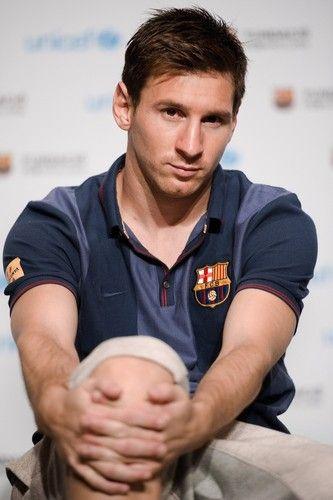 Leo Messi em evento da Unicef : Ol amigos,  Vejam se eu no tenho razo em me apaixonar...  lindo demais este meu beb.  Hoje Leo e Pinto participaram de um evento da Unicef em um hotel em Bangkok, este tour da paz do Bara, est simplesmente maravilhoso rs.  Bjs | yolepink