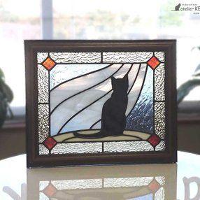 【黒猫とカーテン】ステンドグラス・パネルの画像