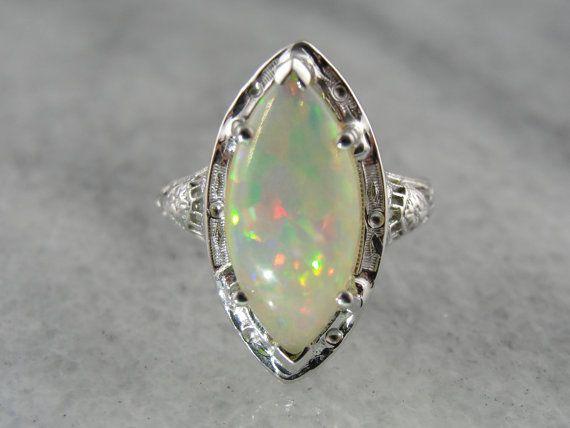 Taglio Marquise anello opale cena in stile Art Deco di MSJewelers