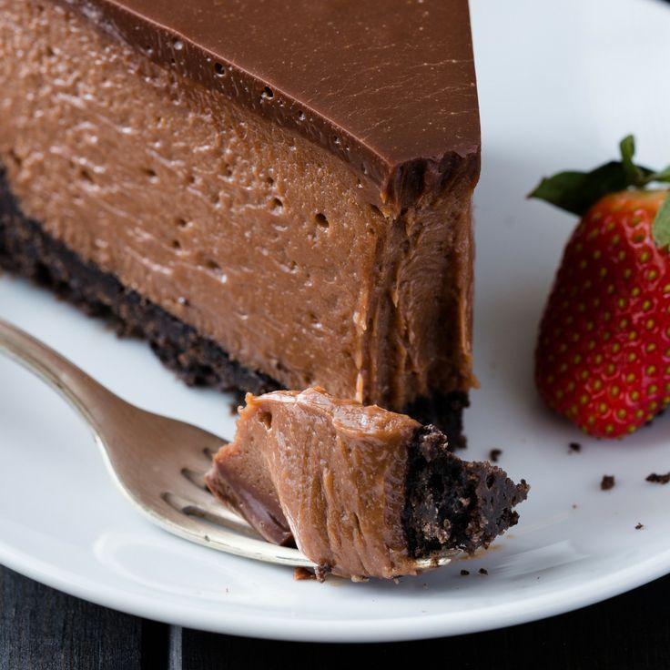 Nutella Cheesecake Rezept, das so dekadent und cremig ist! Es ruht auf einem oreo cr