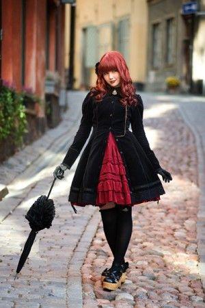 Японский стиль одежды ассоциируется с чем-то этническим, например, с кимоно👘, на самом деле современные подростки👫 в этой стране одеваются совершенно не так, как многие привыкли себе представлять. Понятие японского стиля объединяет в себе сразу несколько разновидностей стилей: 🇯🇵Harajuku (Харадзюку) Особенности стиля – многослойность одежды, яркость цветов, обилие аксессуаров. Особым шиком стиля считаются винтажные вещи или одежда, сделанная, или переделанная своими руками. 🇯🇵Lolita…