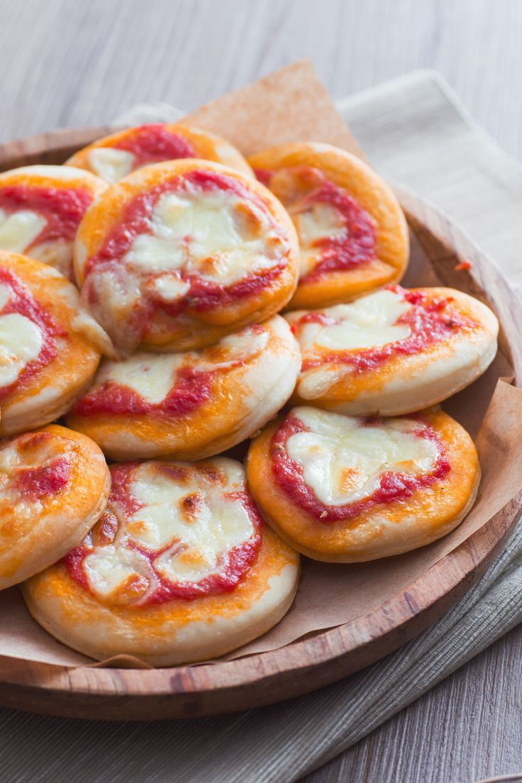 Pizzette rosse: perfette per buffet e party. Attenzione: una tira l'altra! [Party pizza]
