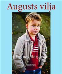 En bok att läsa och titta i tillsammans med sitt barn där vi får följa August som fått diagnosen diabetes. En unik fotobok med positiv underton som hjälper ett drabbat barn och alla runtomkring att förstå situationen. Diabetes är en alltför vanlig sjukdom som drabbar allt fler barn. Att få diagnosen kan innebära stora förändringar av livsvillkoren, speciellt för ett barn. I denna bok får vi följa August när han får sin diagnos och hur hans liv ser ut det närmsta året, på sjukhuset, hemma och…
