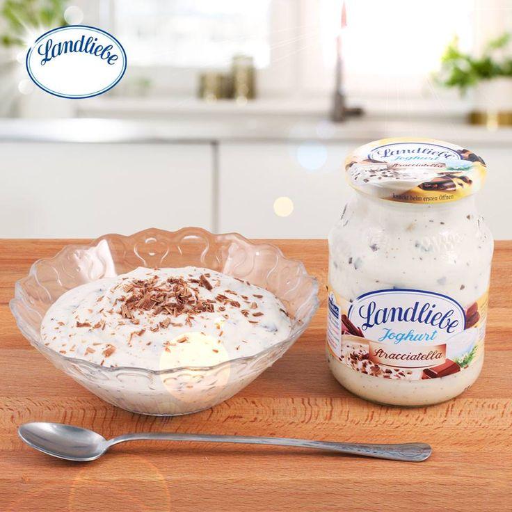 Landliebe sztracsatellás joghurt. A finoman krémes joghurt és a lágyan olvadó csokoládédarabok kedvelt kombinációja.