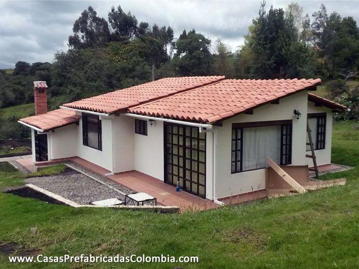 Parte posterior de casa dise ada en desnivel peque a zona for Casas prefabricadas pequenas