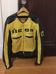 icon motorcycle jacket asphalt technology xl - Categoria: Avisos Clasificados Gratis  Estado del Producto: PreownedHello:I have here a used ICON Motorcycle Jacket size XL It's not perfect; but is fully functional and cleanLeather is in nice overall condition with the left sleeve having some scuff marks in the materialAll armor is intact with the inside material is clean and odor freeZippers and buckles function as they should We are a smoke and pet free familyIf your looking for a good…