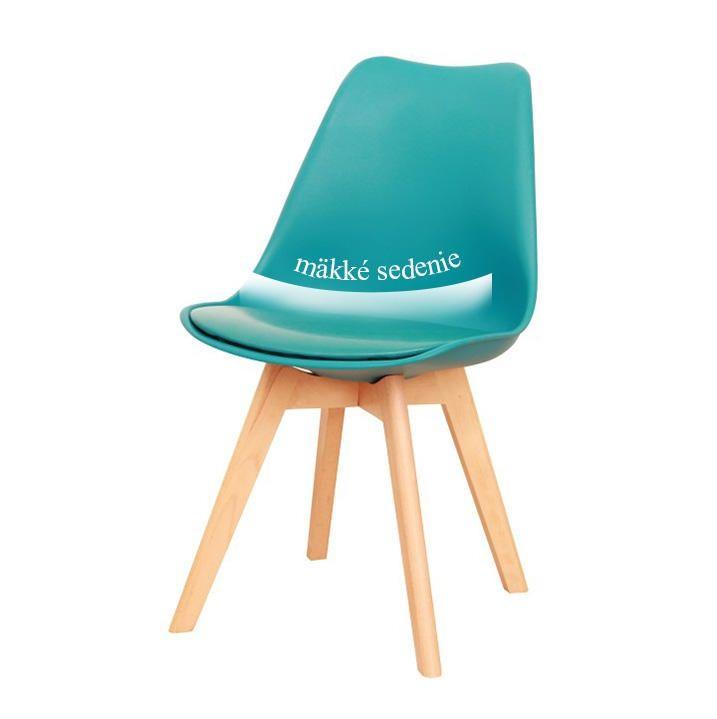Sú späť!🔙 Plastové stoličky v súčasnosti žnú veľkú slávu a získavajú si čoraz viac nadšencov.💯💯