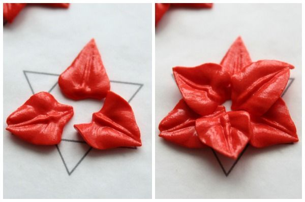 How To Poinsettia Transfer By Sweet Sugarbelle I Was Looking For Something Like This During Royal Icing Transfers Royal Icing Decorations Decorator Icing