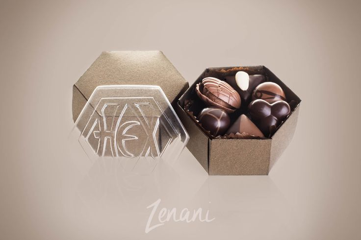 chocolate in a box, chokolade-hex, classic product photography with reflection