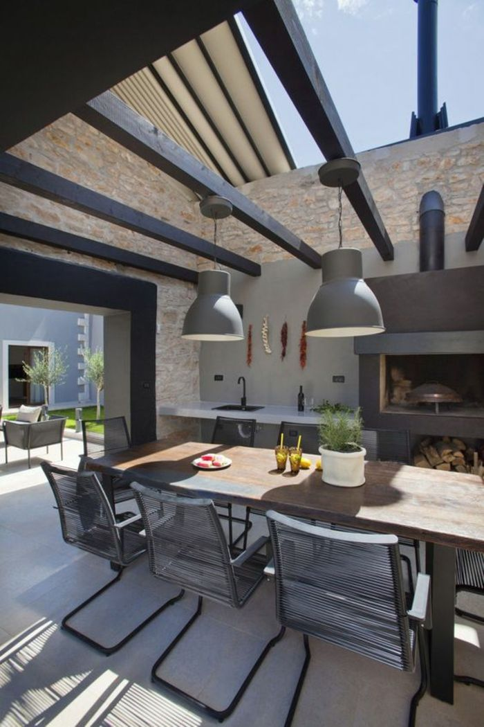construction en pierre, cuisine d'extérieur de style industriel avec four