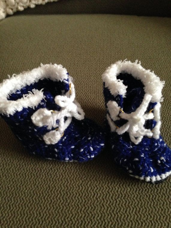 Babys first expedition booties. Blue and white boot with white fur edging. 3.5soles Fits size 4-6 mos