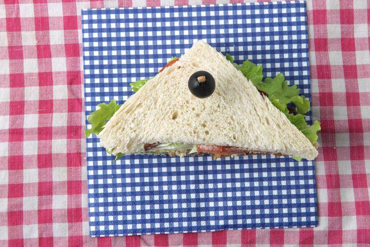 Felipe Rau/Estadão - Um dos sanduíches mais clássicos leva três fatias de pão de forma branco e bacon bem crocante. Confira a receitaaqui.