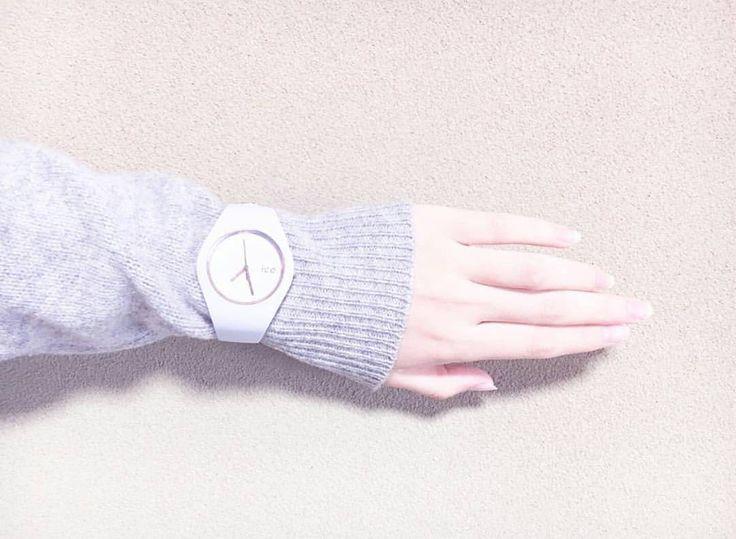 Śnieżna biel zegarka Ice-Watch idealnie wpasuje się w sezon zimowy ;) #icewatch #ice #cold #winteriscomming #butiki #swiss #butikiswiss