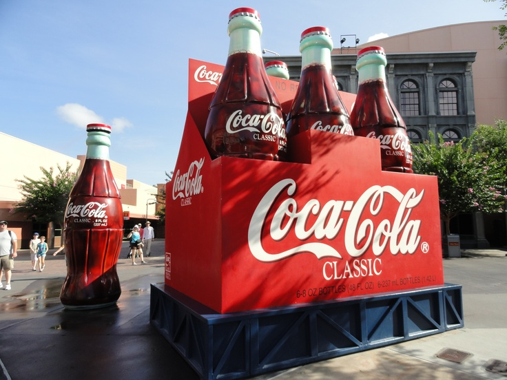 Está com sede? (Coca-Cola gigante na Disney)
