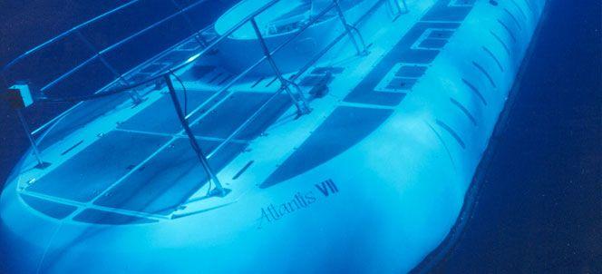 This looks SOOOOOO awesome!!!  Oahu Submarine Tours - Waikiki | Roberts Hawaii