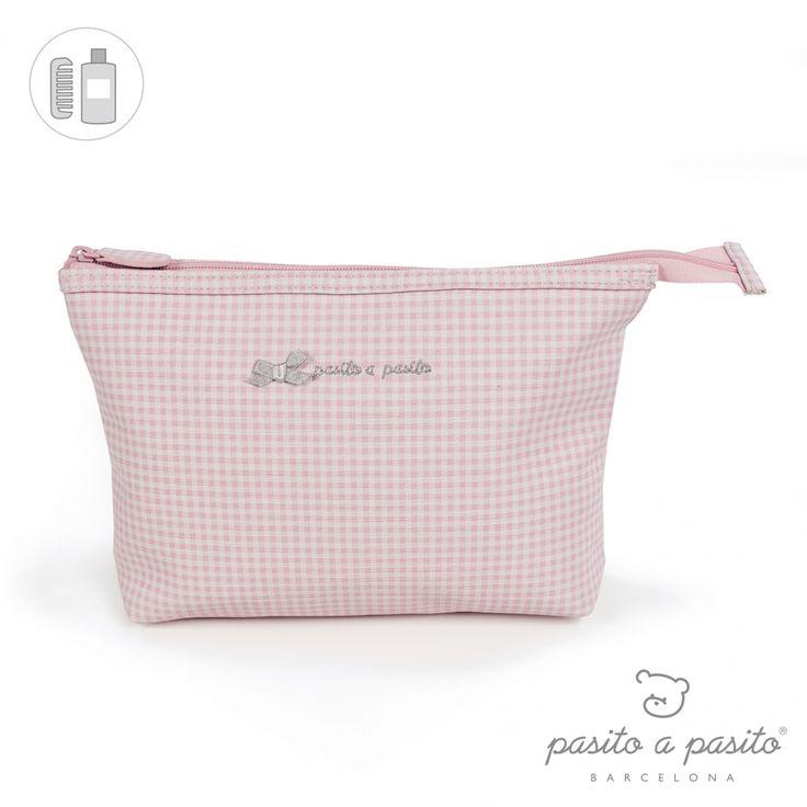 Roze met wit geruit toilettasje van het Spaanse merk Pasito a Pasito.