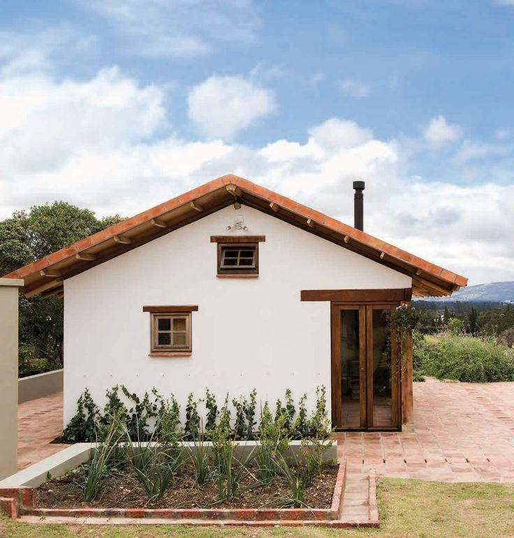 En medio del campo El desarrollo de este refugio de 38 m² es la excusa para rememorar la esencia de la casa campesina.