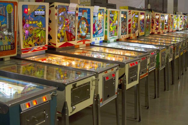 The 20 Coolest Old School Games At The Pinball Hall Of Fame