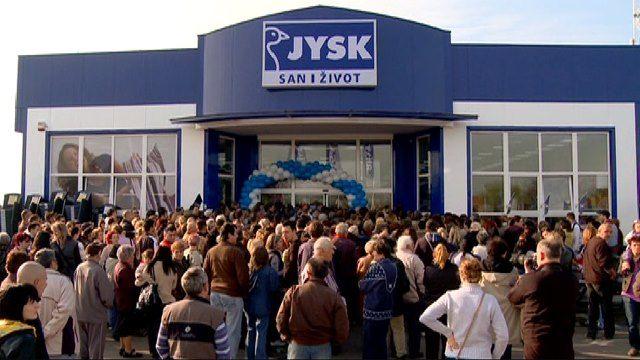 JYSK åbner i Serbien. Gigant succes. Så kort kan det siges, da JYSK Serbien åbnede den 7. april 2011 i den nordlige by, Subotica. Serbien bliver dermed det fjerde land i JYSK West Balkan efter Slovenien, Kroatien og Bosnien-Hercegovina. Dermed har JYSK butikker i 35 lande rundt om i verden.