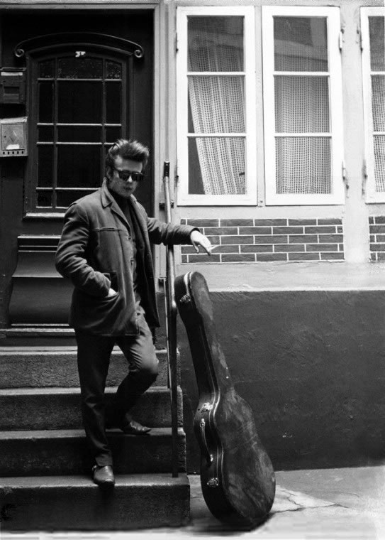 Stu Sutcliffe died from a brain hemorrage @ age 21. Bassist for the Beatles before Paul McCartney