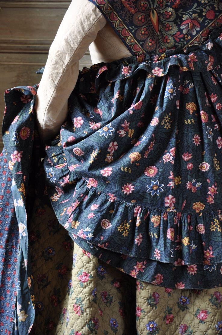 Cape courte ou visite en tissu ramoneur, premier quart du XIX siècle. FRAGONARD PARFUMEUR