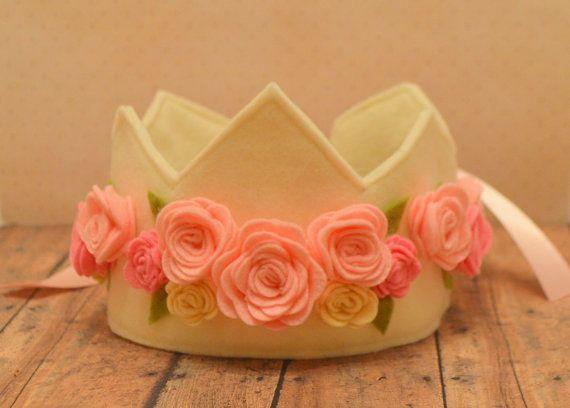Felt Rose Crown Princess Crown Pink Cream door pixieandpenelope, $28.00