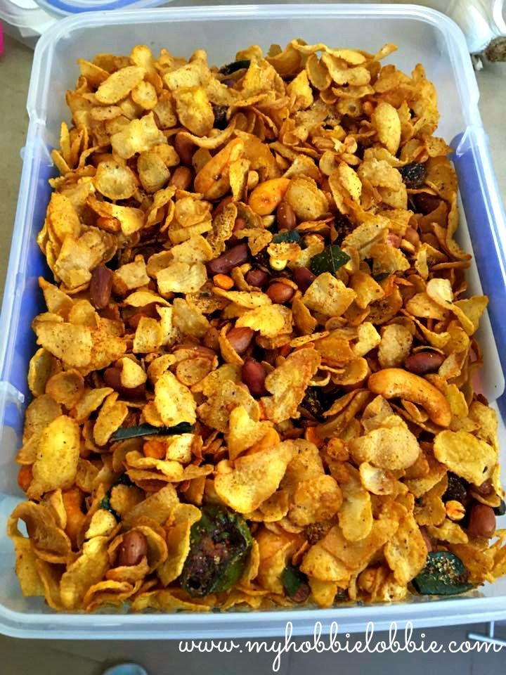 Corn Flakes Chivda - A savory corn flakes snack mix
