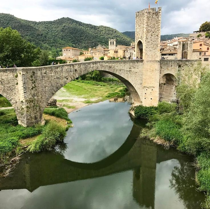 Exploring the medieval bridge in Besalú which remains me of my trip to Bosnia-Herzegovina and the famous bridge in Mostar. Have you seen a beautiful bridge somewhere in the world #CataloniaCostaBrava #inCostaBrava #CatalunyaExperience